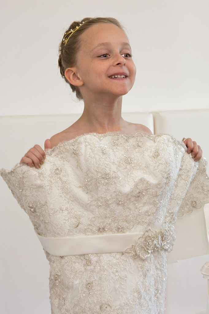 SorrentoWeddingPhoto_FineArtStudio_Hotels_Details_Dress_Child