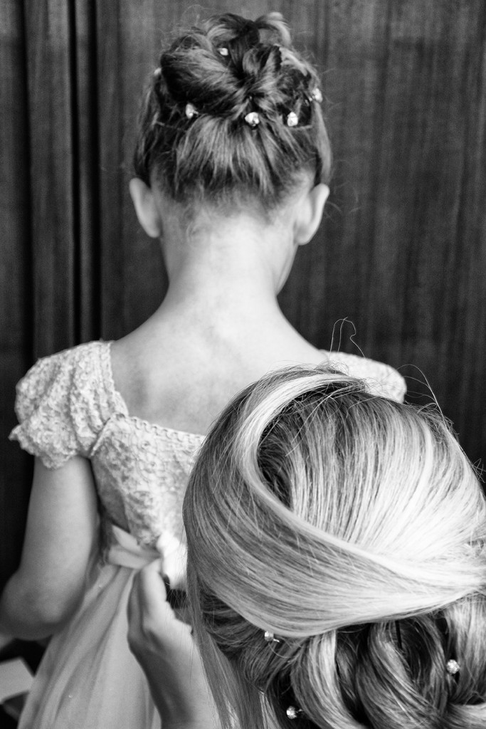 SorrentoWeddingPhoto_FineArtStudio_Hotels_Details_Dress_Child_Hair