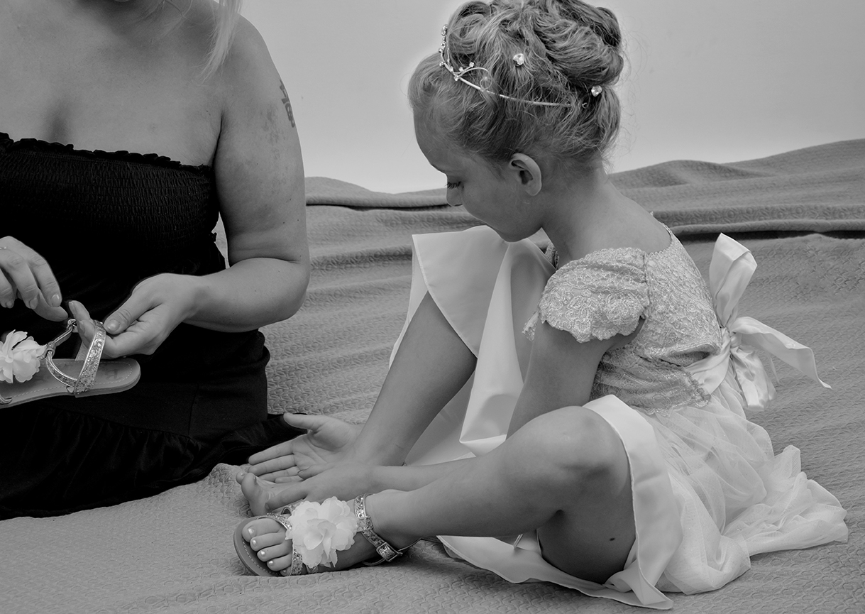 SorrentoWeddingPhoto_FineArtStudio_Hotels_Details_Dress_Child_BW