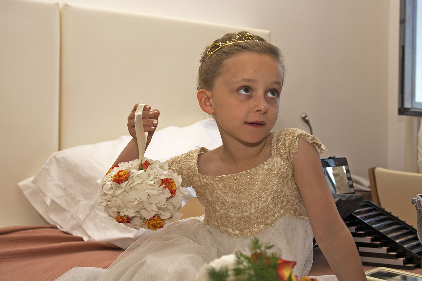 SorrentoWeddingPhoto_FineArtStudio_Hotels_Details_Flower_Girl