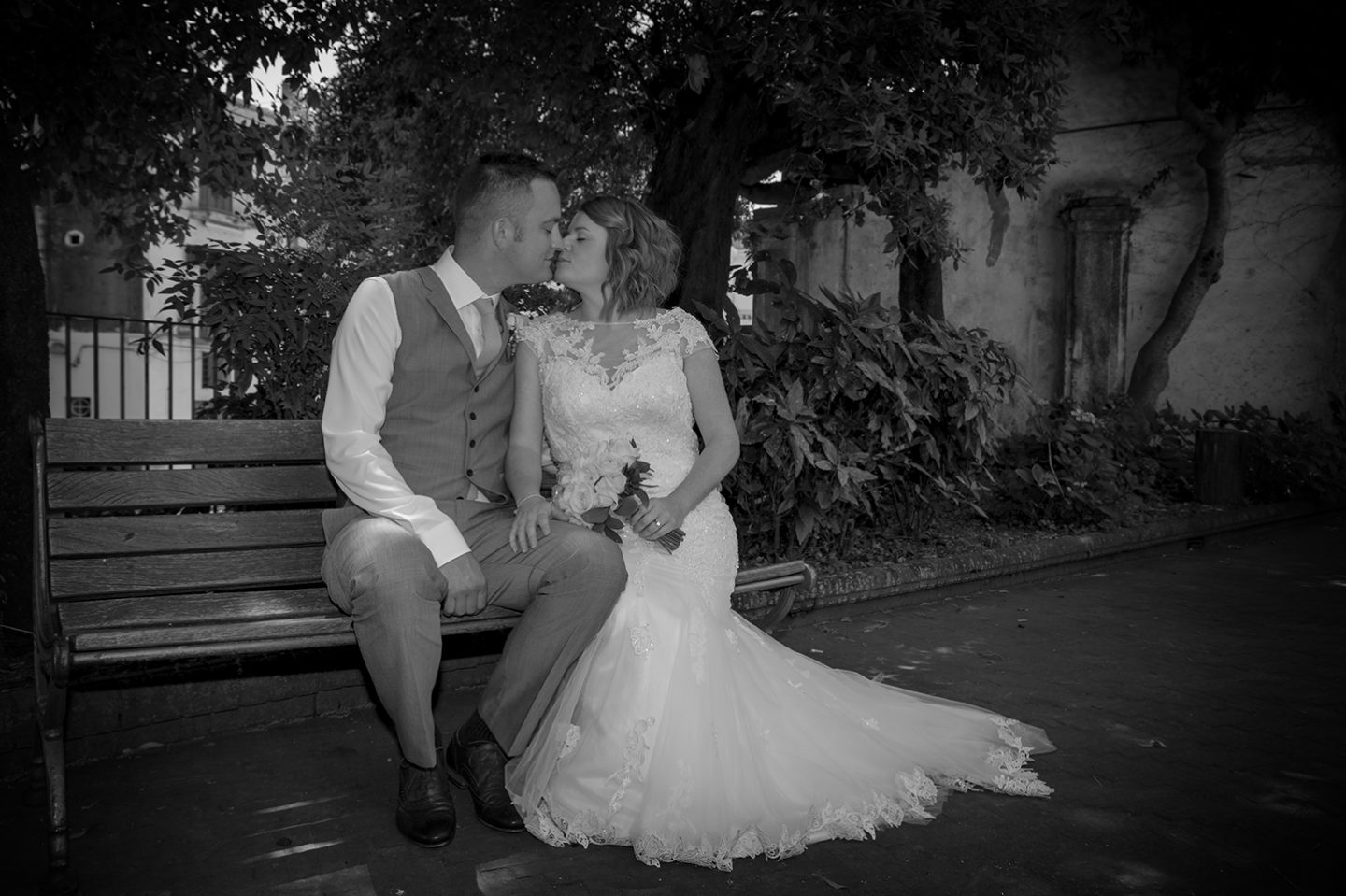 Robert & Joanne_Wedding_Maiori_Bride_Groom_Kiss_Biancoenero