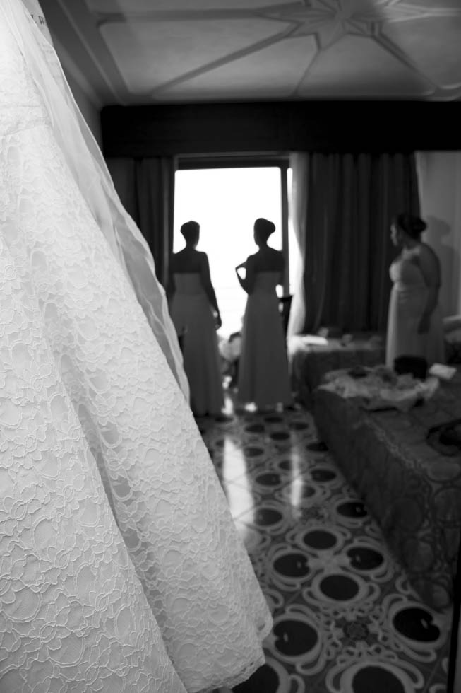 FineArt_Studio_Wedding_Sorrento_Neil&Sue_Meta_Hotel_Dress_BW