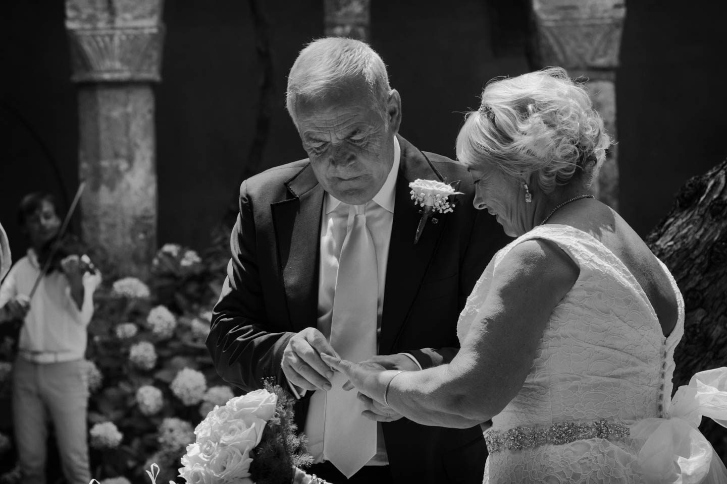 FineArt_Studio_Wedding_Sorrento_Neil&Sue_Chiostro_Ring_BW