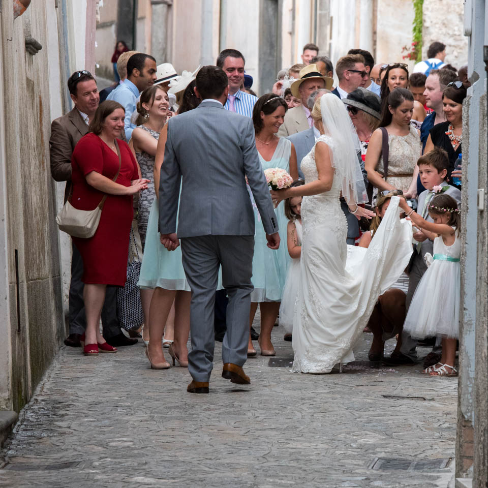 FineArtStudio_Ravello_Timothy&Angela_Wedding_Street_People