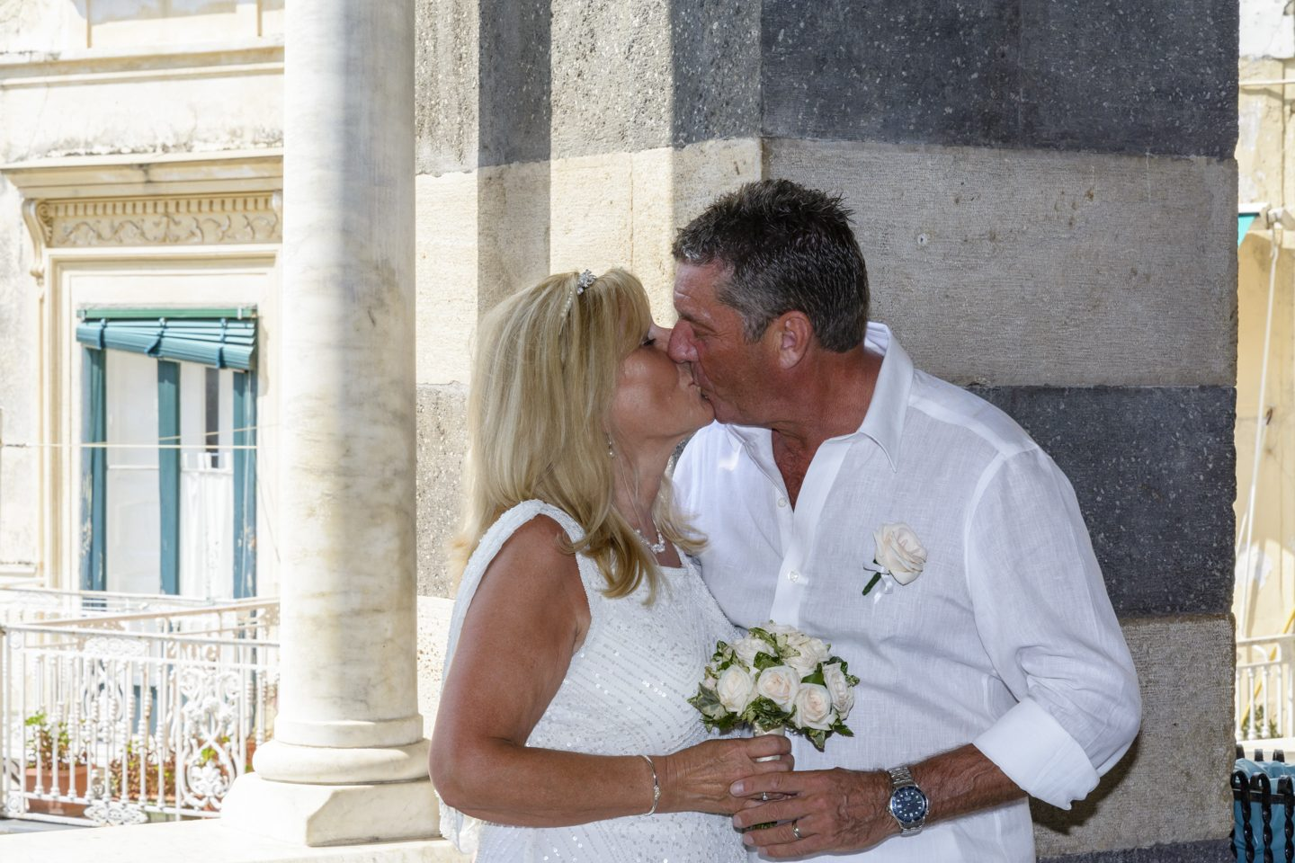 FineArt_Studio_Wedding_In_Amalfi_Paul&Lynne_Street_Duomo_Kiss2