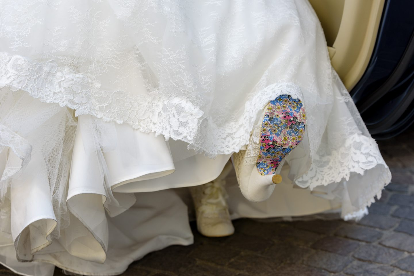 WeddingPhoto_FineArtStudio_Sorrento_Chiostro_San_Francesco_Details_Bride