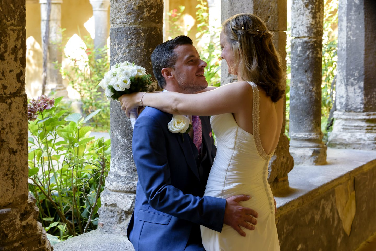 WeddingPhoto_FineArtStudio_Sorrento_Chiostro_San_Francesco_sguardo