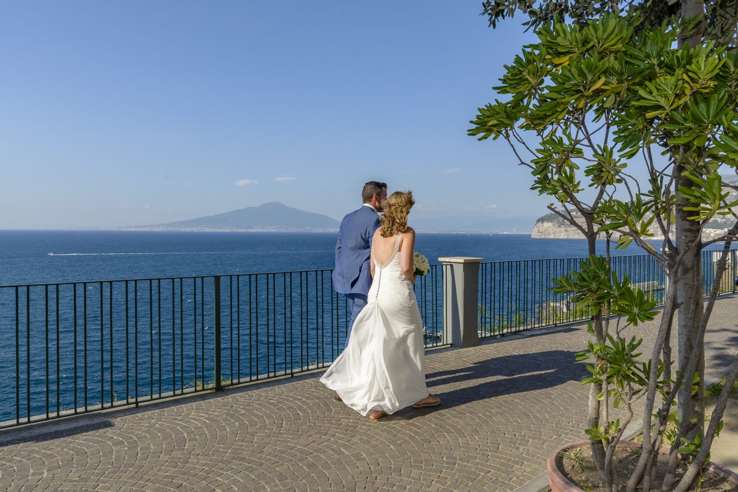 WeddingPhoto_FineArtStudio_Sorrento_Villa_Comunale_Blue_View