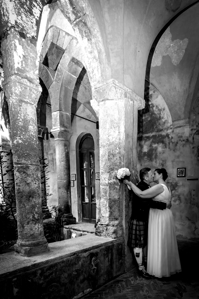 Russell & Linda_Wedding_Sorrento_Scotland_Kiss_Black&White
